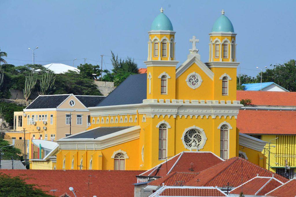 ParadiseFM   Thuis- en kerkbezoek mondjesmaat toegestaan