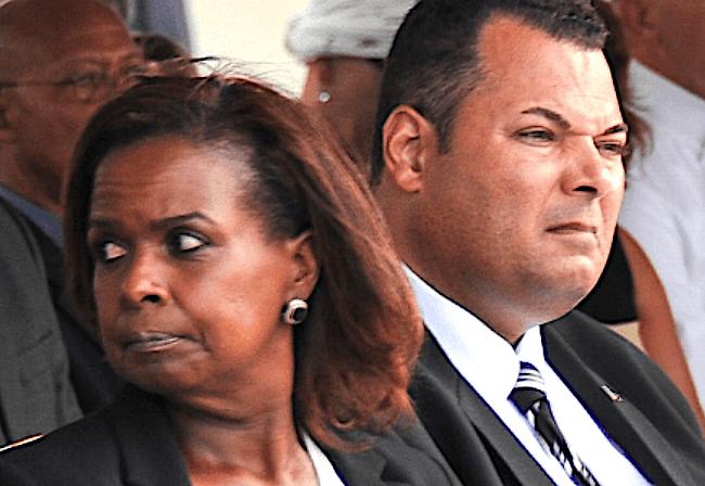 AD | Curaçaohuis blijft van Land