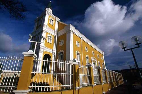 KKC | Curacao veroordeeld tot nafl 616.000 aan rechtskosten Tromp inzake Saffier