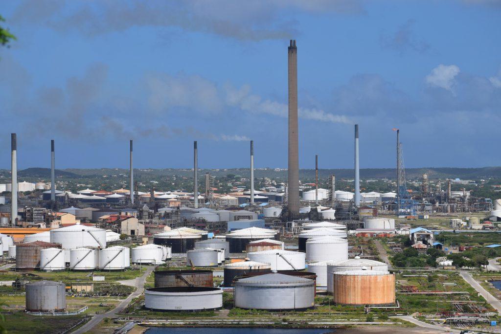 Curacao.nu   Curaçao verkoopt raffinaderij en Bullenbaai