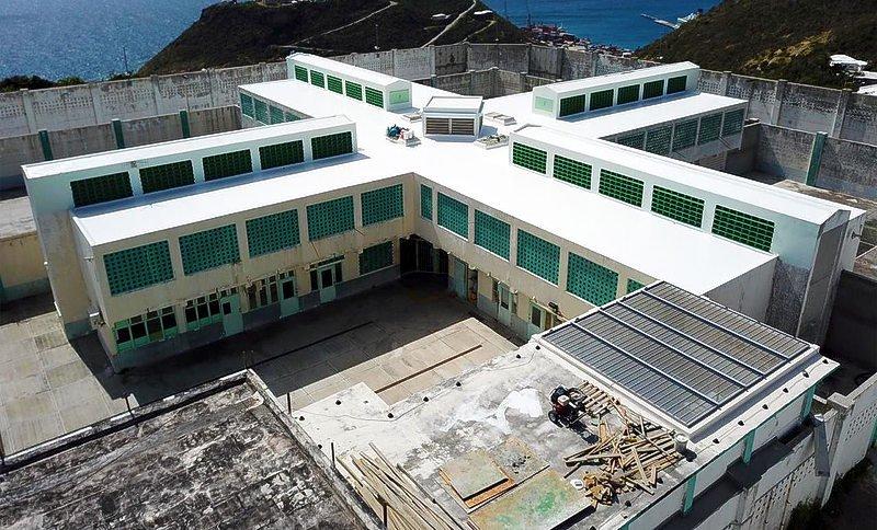 Nieuwsuur   'Nederland moet ingrijpen bij mensenrechtenschendingen Sint-Maarten'
