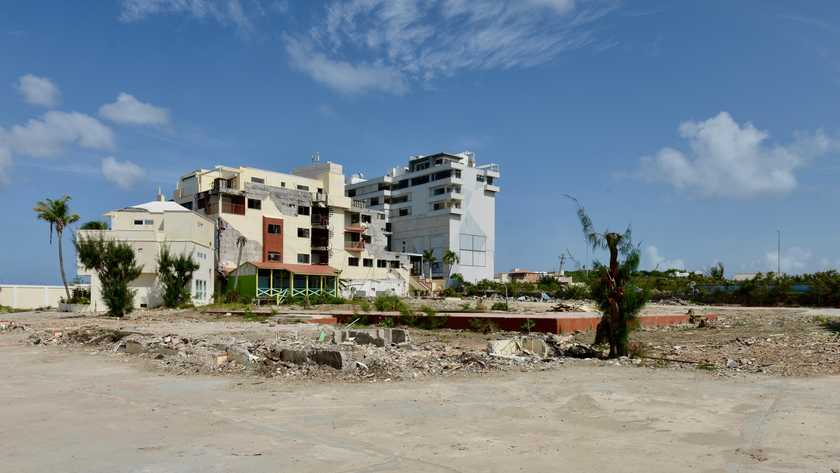 DolfijnFM | Wederopbouw Sint Maarten vrijwel stilgevallen
