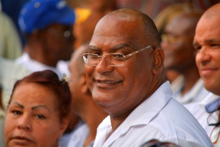 ParadiseFM | Charles Cooper noemt minister 'leugenaar'