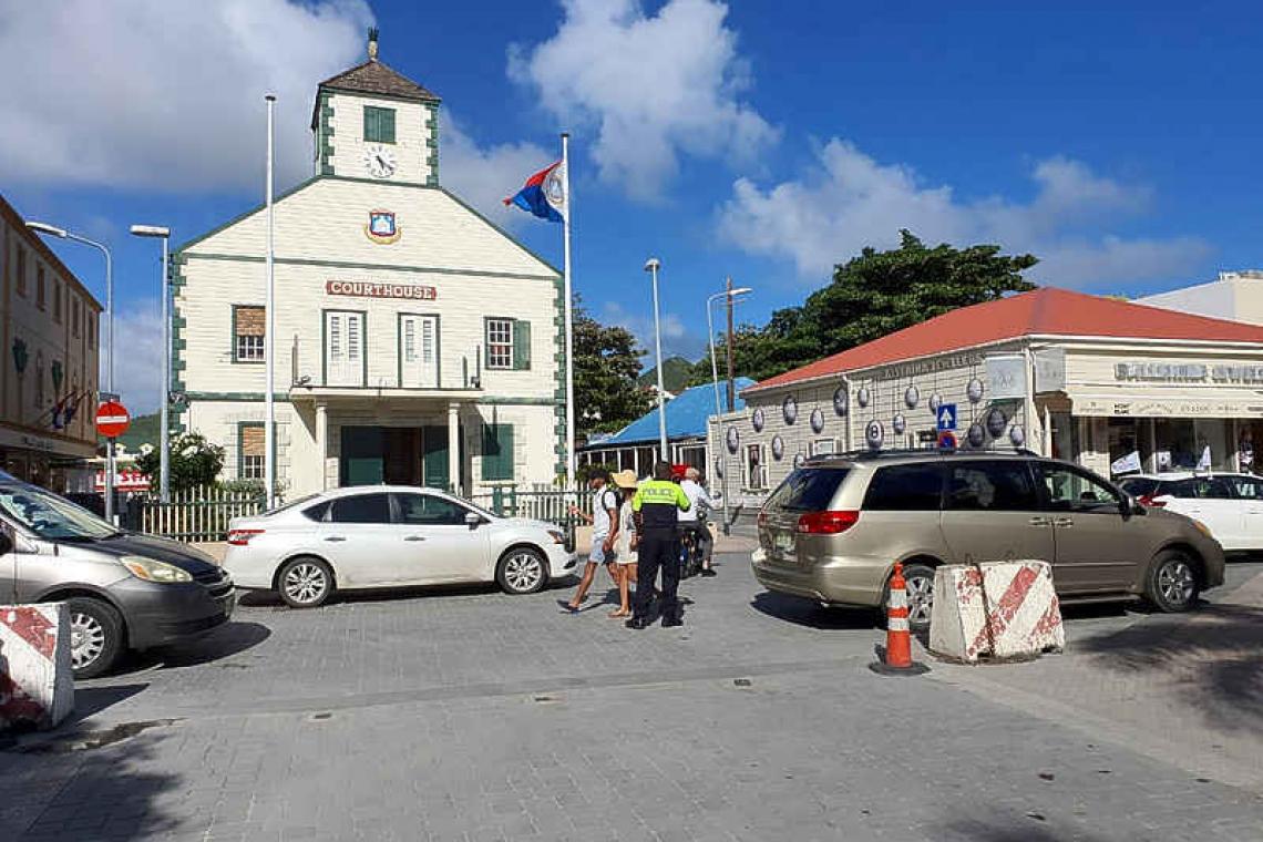 AntilliaansDagblad | Windward Roads met 2 miljoen voor Land Sint Maarten