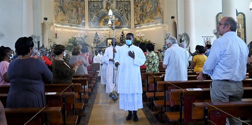 NTR   Grootste kerken vóór vaccinatie, maar wél zorgen
