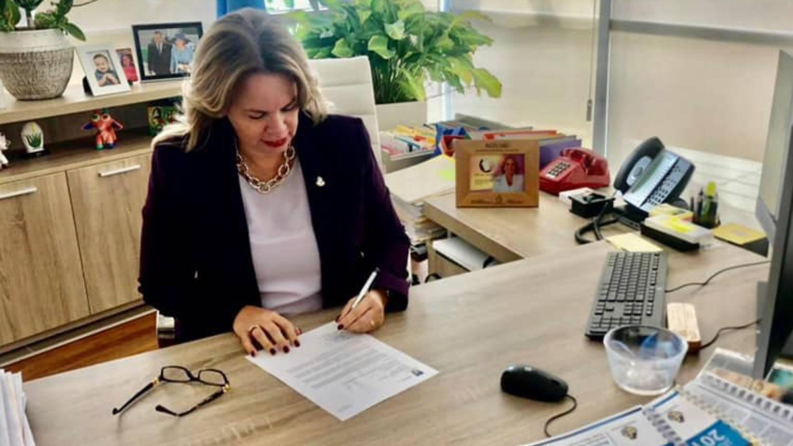 NOS   Kabinet Aruba gevallen, premier Wever-Croes heeft ontslag aangeboden