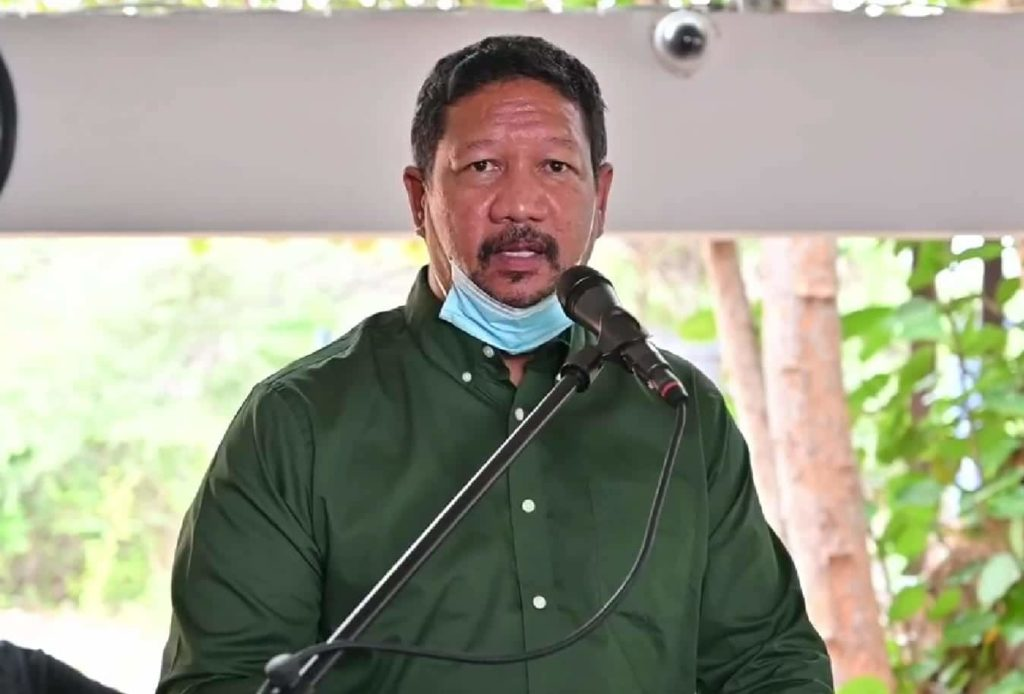 DolfijnFM | Ramon Chong stapt naar rechter om ministerspost
