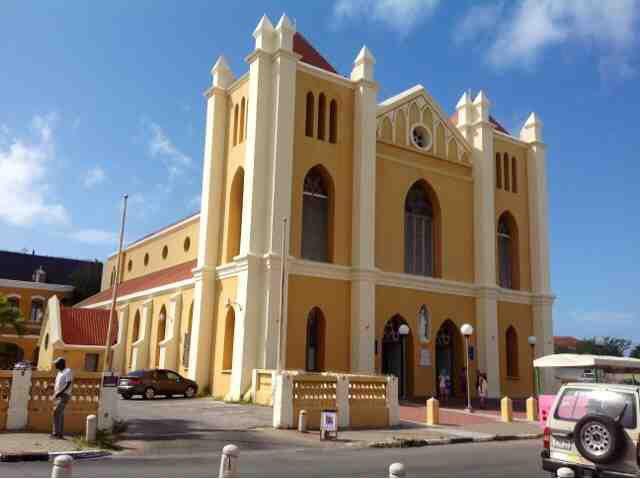 ParadiseFM   Maximaal 100 personen in de kerk