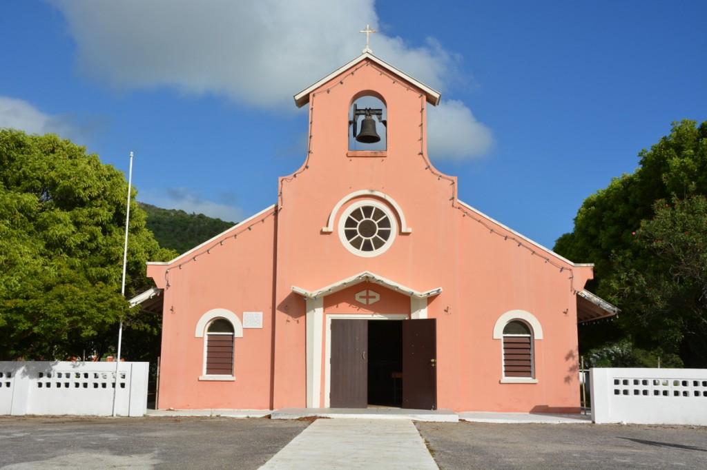 DolfijnFM   Dieven nemen ramen van de kapel van Lagun mee