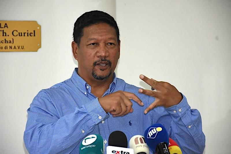 AntilliaansDagblad | Ramon Chong niet ministeriabel